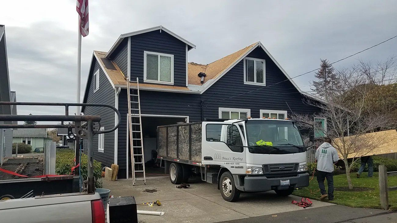 Roofers removing and reroofing in Auburn, WA